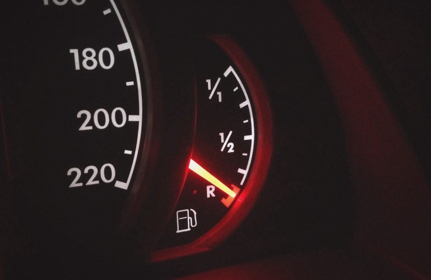 Seu carro está gastando muito? Veja o que pode ser e como economizar mais no combustível